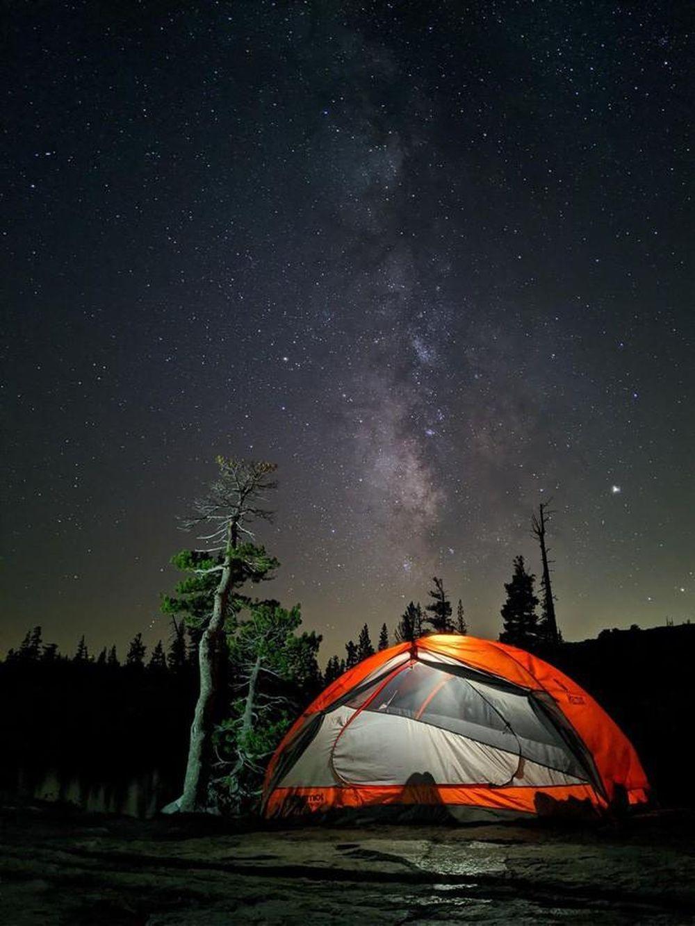 """Tính năng chụp đêm và """"bầu trời ngàn sao"""" như được chụp từ kính thiên văn giúp những chiếc Pixel áp đảo đối thủ"""