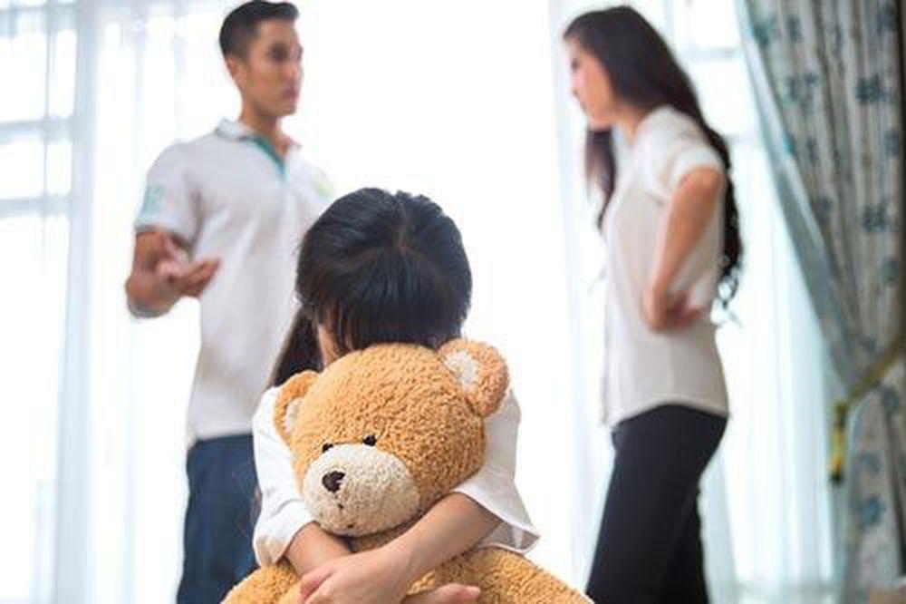 Hai vợ chồng cãi nhau, con gái bất ngờ chạy đến hét lớn 'bố mẹ ly hôn con sẽ bỏ nhà đi' tôi như chết lặng - Doanh Nghiệp Việt Nam