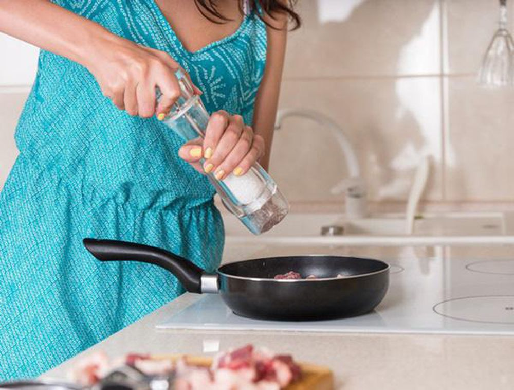 4 việc trong khi nấu nướng có thể làm tăng nguy cơ ung thư nhưng nhiều người  vẫn làm - Báo Gia Đình & Xã Hội
