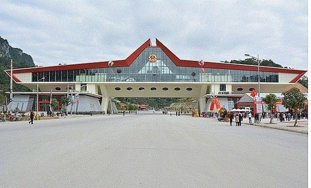 Tạm dừng cấp giấy thông hành và thông quan hàng hóa qua cửa khẩu Lạng Sơn - Báo VTC News
