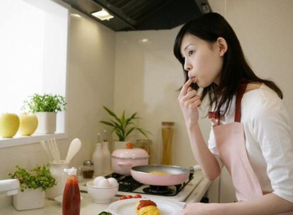 Stress vì những ngày cách ly xã hội, vợ suốt ngày cho chồng ăn ...
