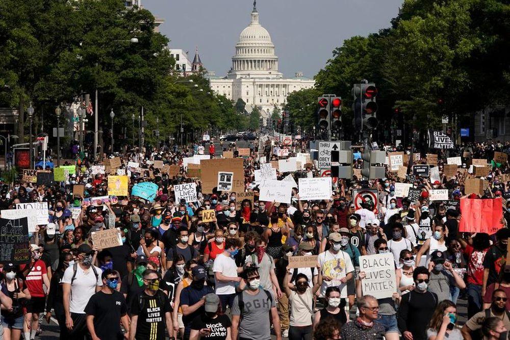 Mỹ: 6000 người biểu tình tập trung bên ngoài Nhà Trắng, thủ đô Washington.