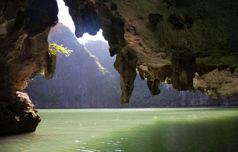 Góc nhìn tuyệt đẹp ở khu vực hồ Ba Hang sau hành trình tham quan các điểm Thiên Cung, Cặp Táo