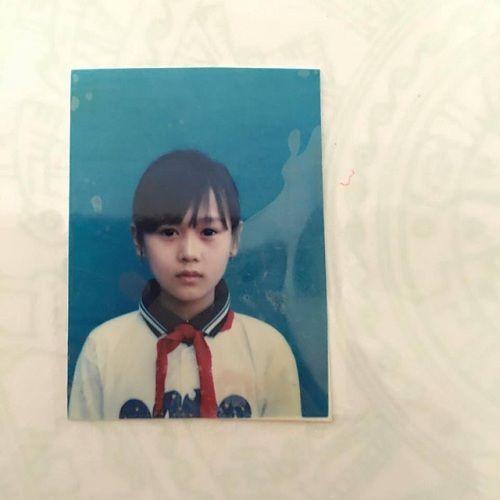 Phương Oanh khoe ảnh thẻ thời tiểu học. Qua bức ảnh có thể thấy, nữ diễn viên sở hữu nhan sắc xinh đẹp từ bé.
