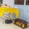 Thi thể trẻ sơ sinh treo trước cổng chùa