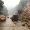 Mưa như trút nước, bán đảo Sơn Trà bị chia cắt do sạt lở