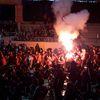Người dân quê nhà Thái Bình đốt pháo sáng, vây kín chào đón cầu thủ Văn Hậu trở về