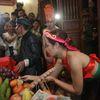 Nửa đêm hàng trăm người nô nức rủ nhau đi xem lễ 'linh tinh tình phộc' trong miếu Đụ Đị