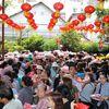 Rằm tháng giêng, người Sài Gòn xếp hàng chuyển vận ở ngôi chùa ông Obama từng đến