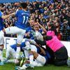 Dưới sự dẫn dắt của HLV tạm quyền D. Ferguson (HLV M. Silva vừa bị sa thải), các cầu thủ Everton đã chơi một trận cực hay trên sân nhà, đánh bại Chelsea 3-1. Trận thắng vô cùng quan trọng đã giúp Everton thoát ra khỏi khu vực xuống hạng.