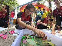 Sinh viên học trồng rau thủy canh