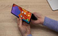 Apple 'cáo già' nhìn Samsung, Huawei làm smartphone màn hình gập