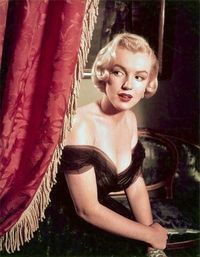 12 khoảnh khắc thời trang sống mãi của Marilyn Monroe