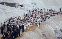 Hàng trăm người biểu tình tọa kháng giữa mỏ than khổng lồ ở Đức
