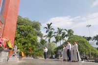 Báo Nghệ An tưởng niệm các anh hùng liệt sỹ tại Nghĩa trang Độc lập và Nghĩa trang A1 Điện Biên Phủ