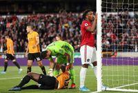 Paul Pogba đóng vai 'tội đồ', Man United mất thắng ở 'hang sói'