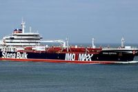 Tàu dầu Iran thu của Anh đã được kéo vào bờ