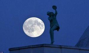 Ngắm hiện tượng trăng xanh vừa xuất hiện trên khắp thế giới