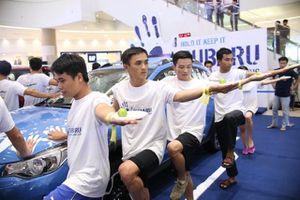 Hình ảnh hài hước tại cuộc thi 'sờ' xe Subaru Palm Challenge Việt Nam 2016