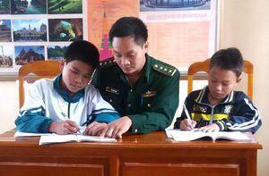 BĐBP Lào Cai nâng bước em tới trường