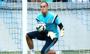 Thủ môn Chelsea 8 năm không được cấp giấy phép