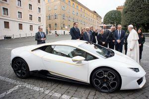 Lamborghini tặng Huracan phiên bản đặc biệt cho Giáo hoàng
