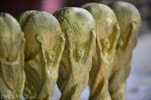 Xưởng sản xuất 'cúp vàng World Cup' giá 80.000 ở Bát Tràng