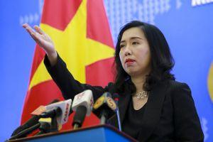 Việt Nam nói gì về việc tàu chiến Mỹ - Trung 'chạm trán' trên Biển Đông?