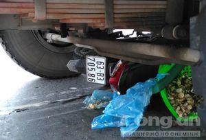 Xe đầu kéo ủi xe máy hàng chục mét, người đàn ông tử vong thương tâm