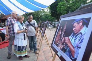 Triển lãm ảnh 'Hà Nội trong tôi': Tôn vinh những người lặng thầm cống hiến cho Thủ đô