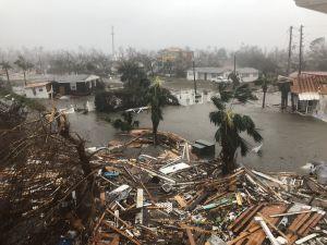 Siêu bão mạnh nhất Mỹ trong 50 năm có nguy cơ tàn phá chết người