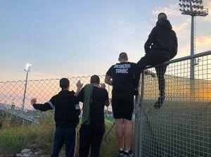 Bị cấm tới sân, CĐV Anh định trèo rào xem đội nhà phục thù Croatia