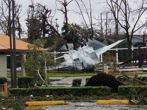 Căn cứ không quân Mỹ tan hoang vì bị bão 'quái vật' tấn công