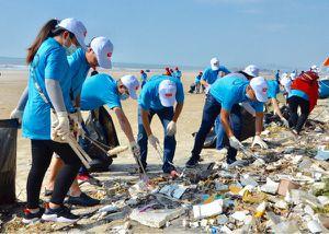 200 đoàn viên, thanh niên làm sạch bãi biển