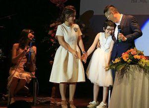Người mẹ Việt và hành trình cảm động tìm sự sống cho con gái bị ung thư máu