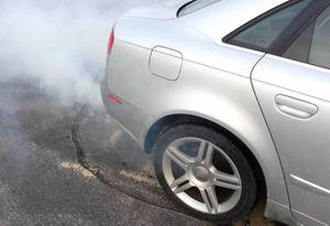 Những nguyên nhân 'xế cưng' phát ra khói trắng