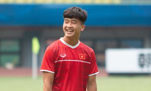 U19 Việt Nam tập luyện trên sân Patriot