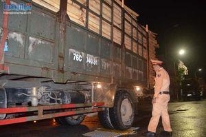 Công an TP Quảng Ngãi xử phạt xe chở keo quá tải