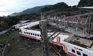 Hiện trường thảm khốc vụ lật tàu hỏa làm 17 người chết ở Đài Loan