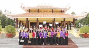 Đoàn cán bộ tỉnh Vĩnh Long du khảo về nguồn tại Khu lưu niệm Chủ tịch Tôn Đức Thắng