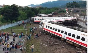 Đoàn tàu hỏa trật bánh ở Đài Loan, gần 200 người thương vong