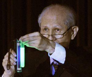 Nhà khoa học Nhật Bản giành giải Nobel Hóa học qua đời ở tuổi 90