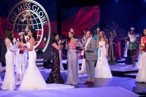 Khánh Ngân sững sờ vì bỗng dưng mất quyền trao vương miện cho Miss Globe 2018