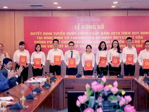 Bộ Tài chính: Nhiều ưu đãi cho 39 cá nhân xuất sắc trúng công chức