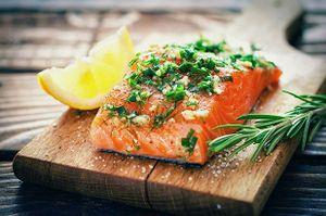 Nghiên cứu mới: Ăn nhiều dầu cá, giảm lão hóa