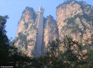 Trải nghiệm thang máy ngoài trời cao nhất thế giới ở Trung Quốc