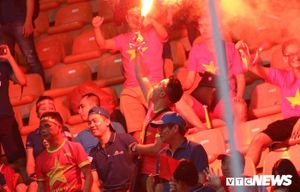 Tuyển Việt Nam sẽ phải đá sân trung lập tại AFF Cup 2018 nếu để CĐV đốt pháo sáng