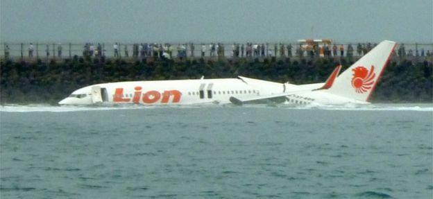 Sau sự cố Lion Air, hãng bay mua Boeing 737 MAX chờ biết nguyên nhân