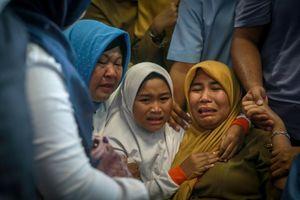 Nỗ lực cuối cùng tìm kiếm nạn nhân trong vụ tai nạn máy bay tại Indonesia