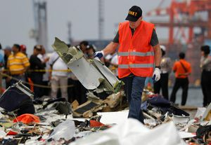 Máy bay Lion Air bị trục trặc gì trước ngày gặp nạn?